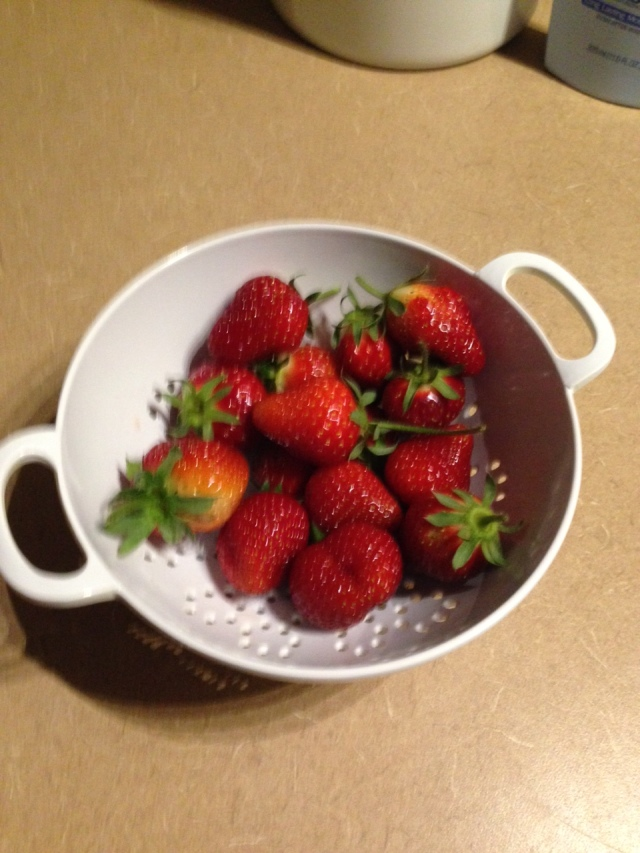 2015 Strawberries in bowl - IMG_6196